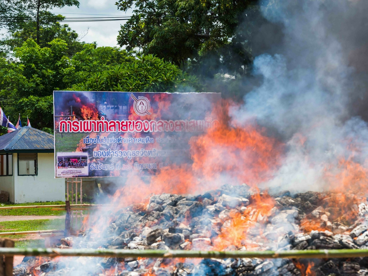 cannabis_burning_Thailand_illegal