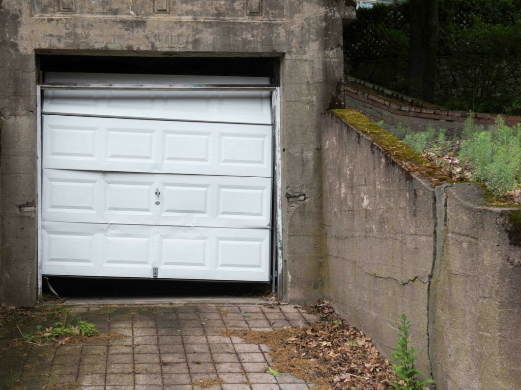 garage_broken_door