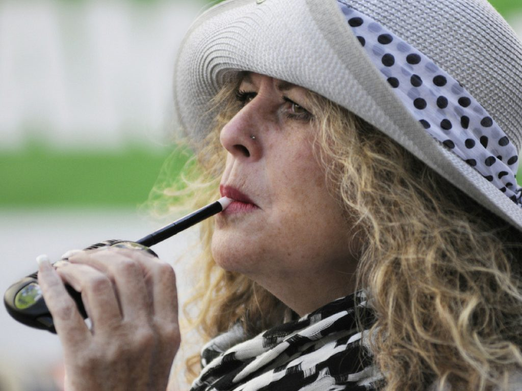older_women_vaping_cannabis